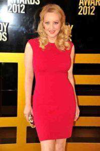 Wendi McLendon-Covey Fansite | Wendi Being Honoured