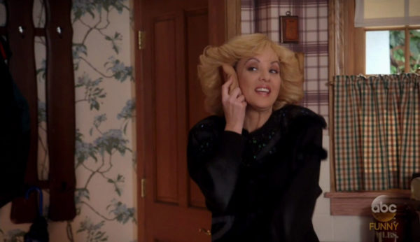 Wendi McLendon-Covey Fansite | The Spencer's Gift Gallery
